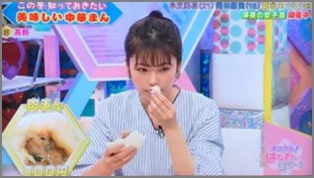 中華まんを食べる小芝風花
